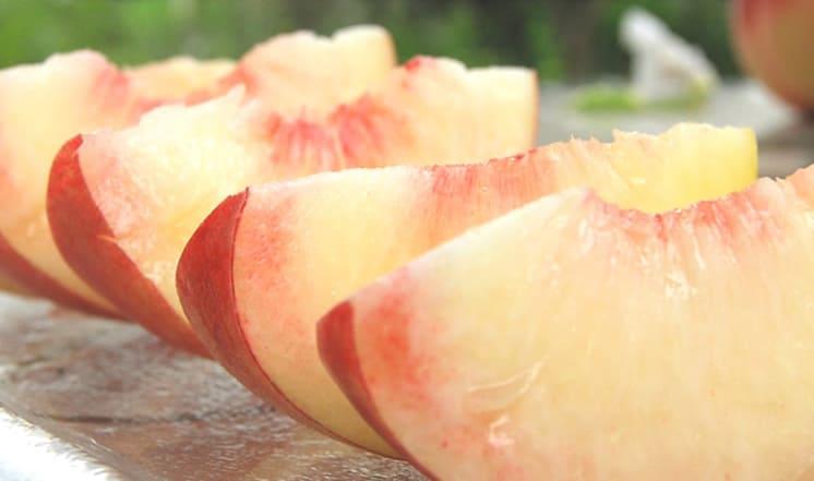 山形のプレミアム白桃
